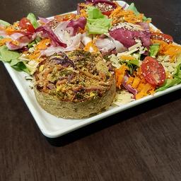 Tortinha de peito de frango defumado 160g + Salada