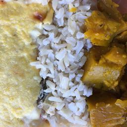 Fricassê de frango, arroz integral, abóbora em cubos. 400g