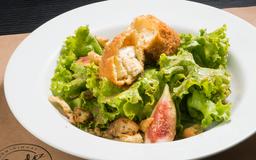 Salada com saint marcellin quente