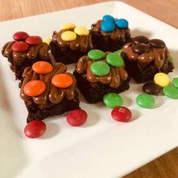 6 Mini Brownies de Nutella e M&m's