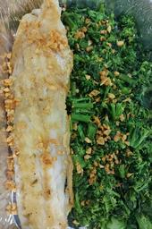 Filé de Pescada com Alho e Brócolis