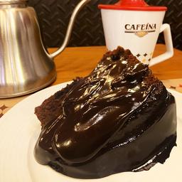 Fatia bolo de chocolate com ganache