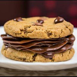 Sanduíche de Cookie com Brigadeiro