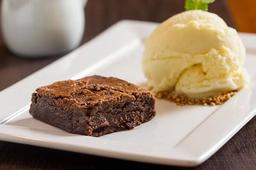 Brownie com Sorvete de Baunilha