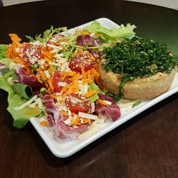 Tortinha de picadinho de carne 160g + Salada