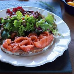 Salada de salmão Gravilax e Shitake
