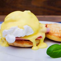 Eggs Benedict com Parma Crisp ou Bacon