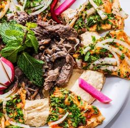 Homus com shawarma (serve duas pessoas)