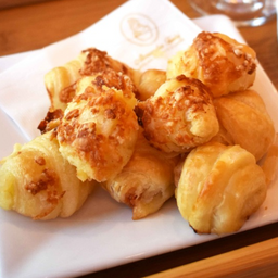 10 Mini Croissant de Queijo