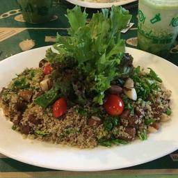 Salada de quinoa crocante com frango
