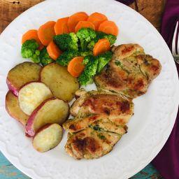 Sobrecoxa grelhada, batata doce, Brócolis e cenoura
