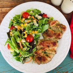 Sobrecoxa grelhada com salada de palmito + acomp. gratis