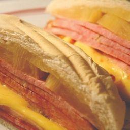 Sanduíche de Tender C/ Abacaxi