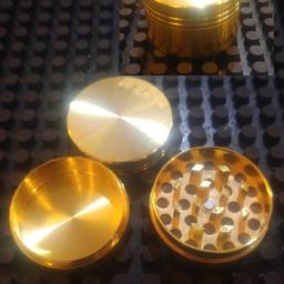 Triturador metal 3 partes dourado