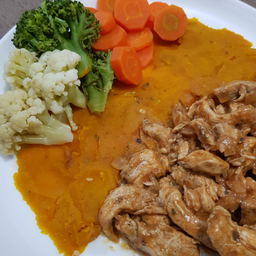 Frango com legumes (Low Carb)