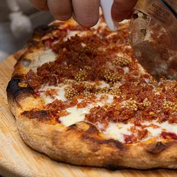 Pizza de Linguiça Blumenau e Mostarda Caseira - Média