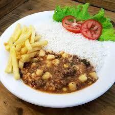 Nhoque com arroz e fritas
