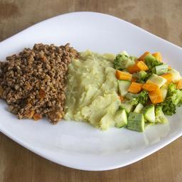 Patinho Moído com Purê de Batata Doce e Legumes