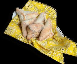 Porção mini esfiha fechada carne, muçarela e ricota