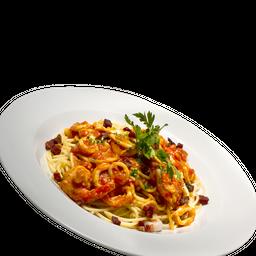 Spaghetti con Calamaretti, Gamberi e Pancetta
