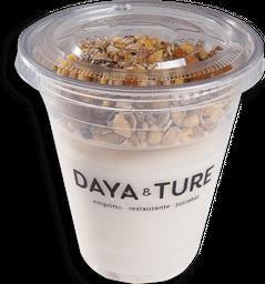 Iogurte de leite de coco com granola caseira