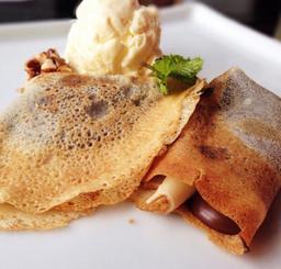Crepe com Sorvete de Vanilla e Pralinée
