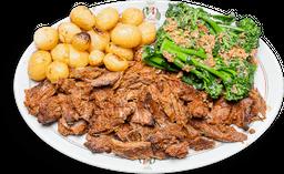 Cabrito Assado e Desossado com Brócolis e Batatas