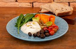 Salada De Burrata Com Pão Levain