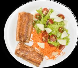 Salmão Grelhado e Salada Sinhá Gomide