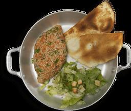 Kibe Crú Salmão + Salada Alepo