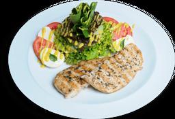 Salada Caprese com Filé de Frango