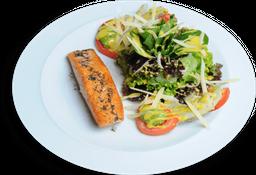 Salada Aguzzo com Salmão Grelhado