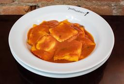 413 Ravioli di Formaggio com Pomodori Freschi e Basilico