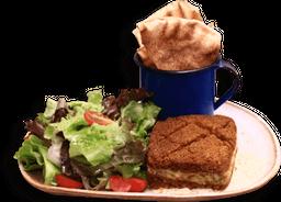 Quibe Vegetariano De Abóbora E Salada De Folhas
