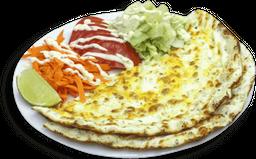 Lahmajun de Dois Queijos + Salada + Molho
