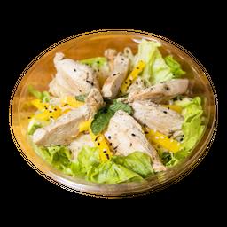 Salada Thai com frango orgânico
