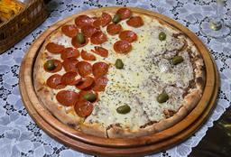 Pizza Meia Carne Seca Meia Moda do Chefe + Coca-Cola 2L