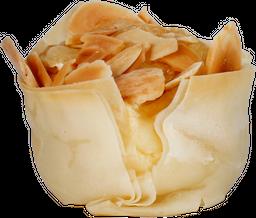 Cestinha de Queijo Brie e Amêndoas Santa Luzia
