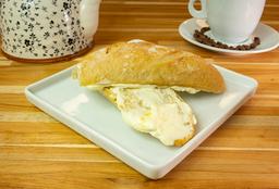 Pão Com Manteiga E Requeijão