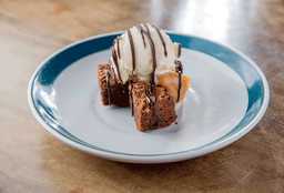 Brownie Com Doce De Leite E Sorvete