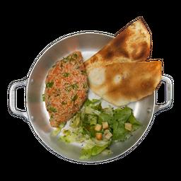 Kibe Crú Salmão e Salada Alepo