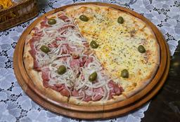 Pizza meia Mussarela e meia Calabresa + 1 Coca-Cola 2L
