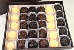 Caixa de Presente Brigadíssimo com 30 Brigadeiros Gourmet