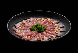 Carpaccio De Atum Com Crispy de Alho