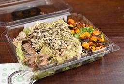 Salada de Frango com Pesto de Abacate