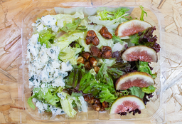 Salada de Mix de Folhas, Figo, Gorgonzola e Castanha do Pará