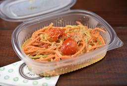 Espaguete de Cenoura e Abobrinha ao Pesto de Manjericão e Tahine