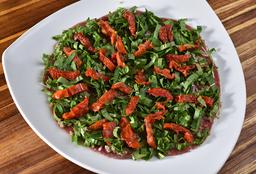Carpacio de Carne com Rúcula e Tomate Seco
