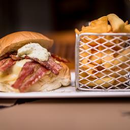 Hambúrguer Bacon e Bebida