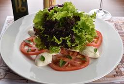 """Salade Caprese À """"Cláudia Raia""""..."""